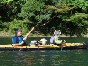 四尾連湖カヤック水鉄砲